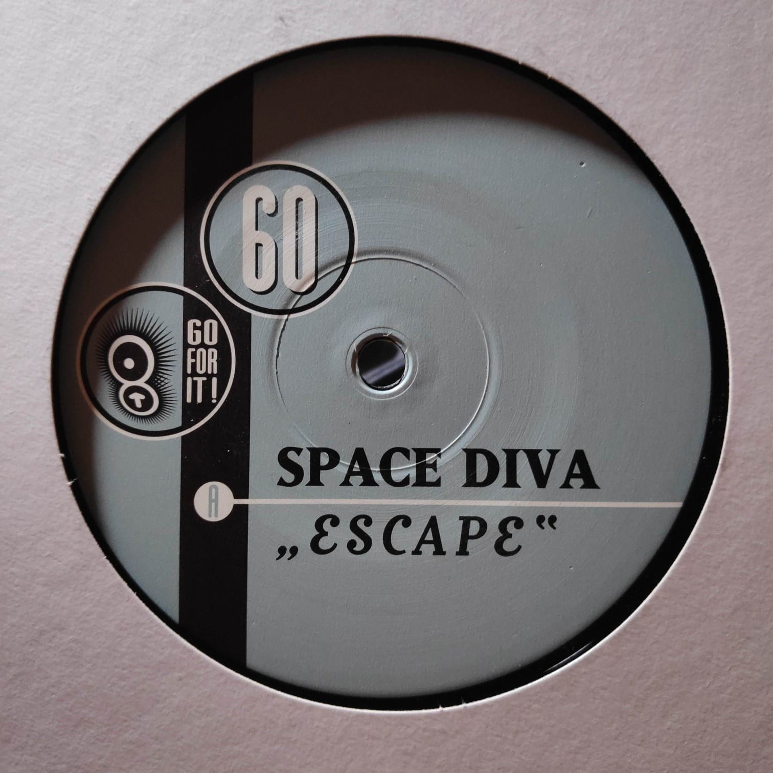 (27260) Space Diva – Escape